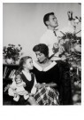 Spaarnestad Fotoarchief,  -  Gezinstafereel, kerstmis - Postkaart -  D1186-1