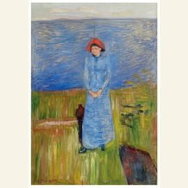 Vrouw met rode hoed bij de fjord
