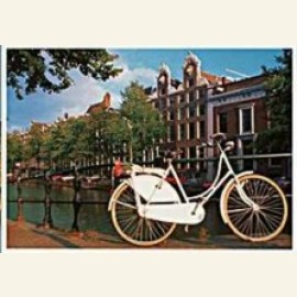 White bicycle on the Keizersgracht, Amsterdam
