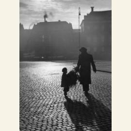 Kersttijd, silhouet van vader en zoontje