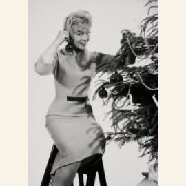 Kerstmis, vrouw versiert kerstboom