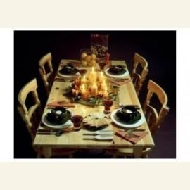 Kerstdiners.Een versierde kersttafel